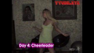 Cheerleader rubia es follada como toda una puta